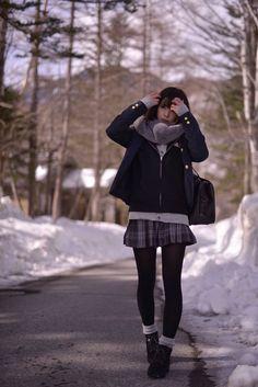 Japan landscape and nature of four seasons with cute girls School Girl Japan, Japan Girl, Japanese School Uniform, School Uniform Girls, Girls Uniforms, Moda Ulzzang, Ulzzang Girl, Asian Fashion, Girl Fashion