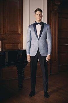 Scabal Costumes de marié Paris Costume Tom Ford, Light Blue Suit Wedding, Costumes Bleus, Tom Ford Suit, Fendi, Gucci, Spring Summer 2018, Wedding Men, Moncler