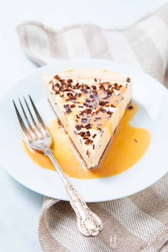 African style 505318020691308039 - Amarula cheesecake is a South African style no-bake cheesecake using the Amarula liqueur from the marula tree. It carries creamy notes of vanilla & caramel. Source by malinifranknaid Best Dessert Recipes, Cheesecake Recipes, Fun Desserts, Gourmet Recipes, Delicious Desserts, Yummy Food, Fun Recipes, Salted Caramel Fudge, Caramel Cheesecake