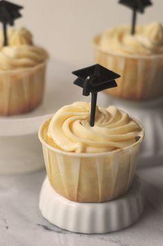 Gluten free vanilla bean cupcakes with dulce de leche buttercream from Urban Baker Vanilla Bean Cupcakes, Baking Cupcakes, Yummy Cupcakes, Cupcake Recipes, Cupcake Cakes, Dessert Recipes, Sin Gluten, Gluten Free, Muffins