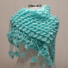 This beautiful crochet Shawl has a free pattern………. Poncho Crochet, Crochet Wrap Pattern, Shrug Pattern, Crochet Stitches Patterns, Crochet Scarves, Crochet Designs, Crochet Clothes, Free Crochet, Stitch Patterns