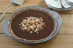 Paleo Chocolate Pudding Pie via @EverydayMaven