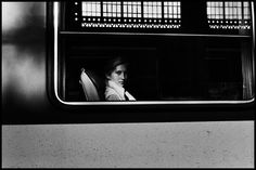 Gare de Lyon, Paris, 1978. [Credit : Peter Turnley]