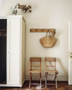 entryway chairs and storage