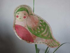 Papier vogel beschilderd
