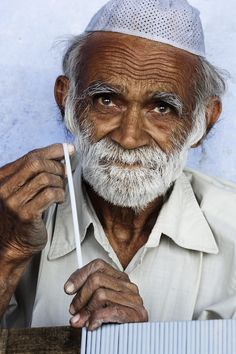 File:India - Delhi old man - - Wikimedia Commons Tag People, Best Trade, People Videos, Telling Stories, Old Men, American Women, Man, Funny Jokes, Culture