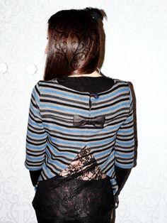 Tunique issue du magazine couture créative modifiée en pull ajouré. Plus de photos sur mon blog: http://lescreationsdecaroscrap.blogspot.fr/2015/02/dahlia-francoise-livie-roxie-et-un-pull.html