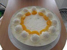 Das perfekte Raffaelo - Torte mit Aprikosen-Rezept mit einfacher Schritt-für-Schritt-Anleitung: Eier trennen. Butter mit dem Handrührgerät auf hoher…
