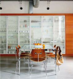 A wall of Ikea storage units allows Lisa Santos, a chef, to keep her tools and dishes nearby, yet obscured by frosted glass. Warehouse Living, Warehouse Home, Kitchen Shelves, Glass Shelves, Glass Cabinets, Ikea Storage Units, Storage Organization, Warehouse Shelving, Luxury Loft