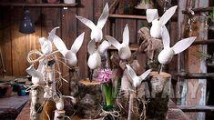 Pro skutečné milovníky květin není doma nikdy dost květináčů, aby do nich umístili všechny své nové přírůstky.   Prima nápady Plant Hanger, Macrame, Plants, Home Decor, Jute, Wood, Decoration Home, Room Decor, Plant