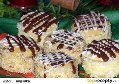 Medové dortíčky s piškotem recept - TopRecepty.cz Slovak Recipes, Czech Recipes, Russian Recipes, Baking Recipes, Cake Recipes, Dessert Recipes, Desserts, Halloween Cookies, Christmas Cookies