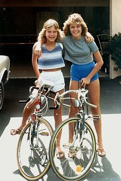 Early fashion with dolphin shorts and crop tops and fe… Teenagers. Early fashion with dolphin shorts and crop tops and feathered hair and Bass flip flops. 1980s Fashion Trends, 70s Fashion, Teen Fashion, Vintage Fashion, Fashion Outfits, Fashion Tips, Kid Outfits, Fashion 2016, Style Fashion