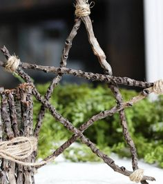 This Rustic Twig & Twine Star by @Amy Bell {Positively Splendid} is great for the holidays!