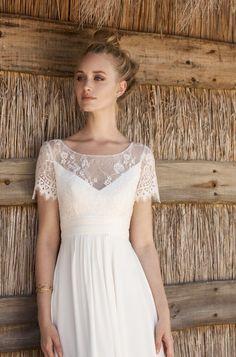Rembo styling — Collection 2018 — Madalena: Kleid in leichtem Crepe mit höherer Taille. Top mit feiner Spitze verarbeitet und kleine Ärmel.