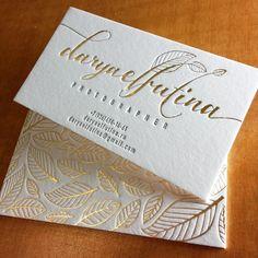 Делаем визитные карточки для  свадебного фотографа, осталось позолотить края и…