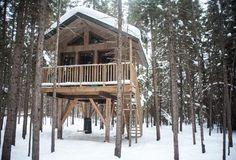 Dormir dans une cabane dans les arbres au Québec (Detour Local) -> D'autres cabanes sur pilotis de Kabania dans Lanaudière, Canada www.detourlocal.com/dormir-dans-cabane-dans-les-arbres-au-quebec/