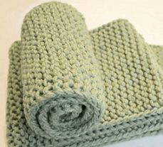 Beginner loom knitters and seasoned loom knitterswill enjoy learning the easy way to loom knit a no curl scarfby watchingthis loom knitting video made by Denise Canela of LoomaHat.com. In the vi…