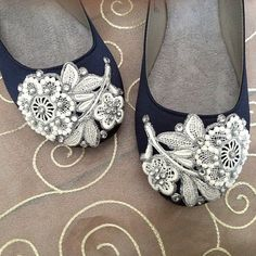 French Knot Lace Bridal Ballet Flats Wedding by BeholdenBridal I know you wanted flats. Blue Bridal Shoes, Wedding Shoes, Pretty Shoes, Beautiful Shoes, Don Draper, Fly Shoes, Floral Flats, Bridesmaid Shoes, Shoe Clips