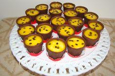 Os Copinhos de Chocolate com Mousse de Maracujá são perfeitos para a sobremesa ou como docinho nas festinhas. Faça e receba muitos elogios! Veja Também: Tr