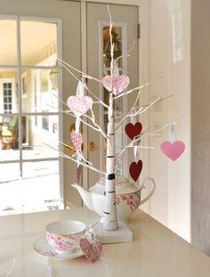 Valentine's Day Decor by @courtscrafts for #echoparkpaper