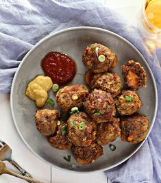 These Bacon Cheeseburger Balls are everything you love about cheeseburgers wrapped into a delicious little meatball! Folks will beg for the recipe! Cheesy Meatballs, Cheese Stuffed Meatballs, Appetizer Recipes, Dinner Recipes, Appetizers, Party Recipes, Healthy Crockpot Recipes, Beef Recipes