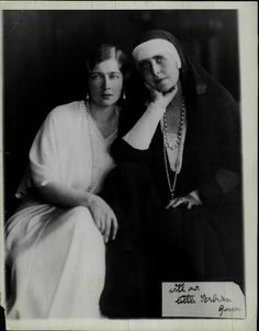 Queen Marie of Romania and Queen Marie of Yugoslavia (Princess Maria of Romania) There's my Mignon Romanian Royal Family, Greek Royal Family, Queen Victoria Family, Princess Victoria, Royal Family Lineage, Maud Of Wales, Royal Photography, Princess Alexandra, Royal House