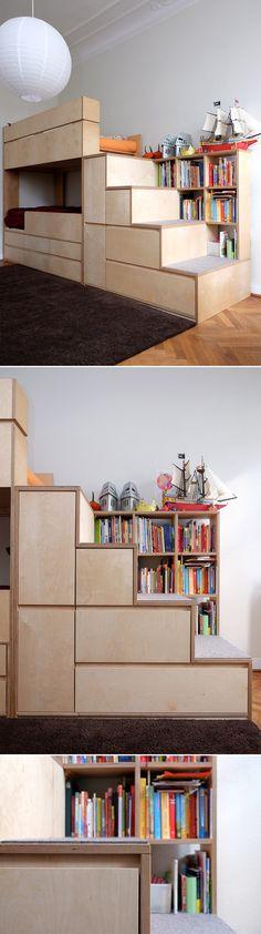 Kinderzimmer: Etagenbett / Hochbett mit Treppe und Stauraum. Sperrholz / Multiplex Birke & Filz. Design: Kai Uetrecht