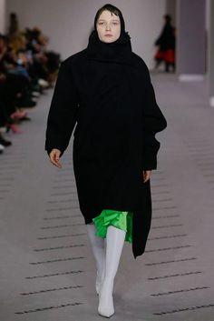 http://www.vogue.com/fashion-shows/fall-2017-ready-to-wear/balenciaga/slideshow/collection