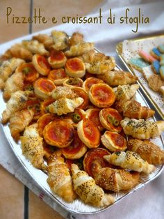 Le ricette di Donna Vale: MINI BUFFET DI PASTA SFOGLIA Veg Appetizers, Appetizer Recipes, I Love Food, Good Food, Pizza E Pasta, Party Entrees, Wine Recipes, Cooking Recipes, New Years Dinner