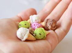 """~ Ice cream cones ~ Hello ! En ce moment je me lance dans des """"collections"""" d'été et j'avais trop envie de faire des petits cônes de glace pour commencer Ça me ferait trop plaisir d'avoir vos avis sur ces créations ! ❤ Bisous #glaces #icecream #ice #cone #colorful #miniature #realistic #fimo #polymer #clay #creation #été #summer #craft #diy #art"""