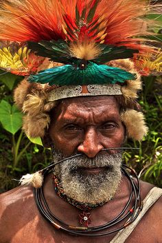 Tari - Horonapa - Papua New Guinea Tribes Of The World, People Around The World, Around The Worlds, Papua Nova Guiné, Tribal Face, Arte Tribal, Old Faces, Tribal People, Pictures Of People