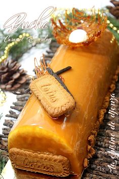 Speculaas log with easy caramel insert - Buche speculoos salted butter caramel insert - Mastros Butter Cake, Chocolate Cake Recipe Easy, Chocolate Mousse Cake, Homemade Cake Recipes, Snack Recipes, Dessert Recipes, Tart Recipes, Gourmet, Pastries