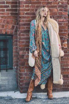 Style: Bohemian Silhouette: Asymmetrical Sleeve Length: Three Quarter Neckline: V-Neck Season: Spring Decoration: Tassel Dresses Length: Mid-Calf Pattern Type: Print Waistline: Natural Sleeve Style: Regular