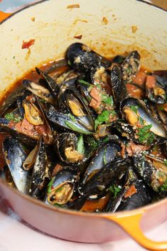 How To Make Pepperoni Pizza Mussels. This is a 15 minutes pizza seafood recipe that is so saucy yum. Grab pepperoni and shallots and sizzle in the pan with mussels, Parm and Italian herbs. Happy Cooking! www.ChopHappy.com #mussels #howtomakeMussles Top Recipes, Healthy Recipes, Amazing Recipes, Dinner Recipes Easy Quick, Easy Meals, Fast Dinners, Weeknight Dinners, How To Make Pepperoni, Pizza Flavors
