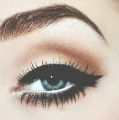 Perfect brows and cat eye.