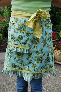 Pretty apron with tutorial.