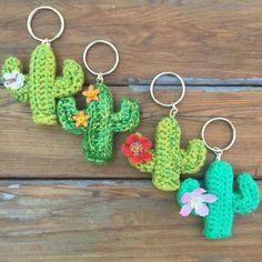 Crochet Pattern Free, Crochet Keychain Pattern, Crochet Flower Patterns, Cute Crochet, Crochet Flowers, Crochet Ideas, Diy Crochet Gifts, Crochet Designs, Diy Crochet Projects
