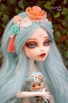 #OOAK #MonsterHigh #DollRepaint #HelloMariRepaint  네번째 페어리 시리즈는 다크하네여ㅋㅎ 프랭키가 프랑켄슈타인 딸래미 이다보니 음울한 스타일로 되어버렸...
