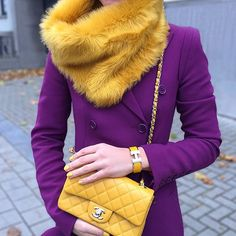 Combinação inusitada de púrpura e mostarda, resultado moderno com requinte!