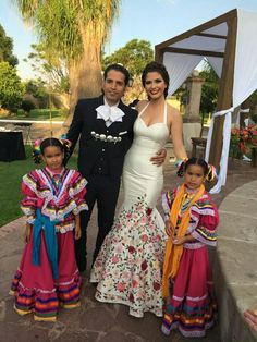Love this beautiful wedding dress. Traditinal mexican wedding.