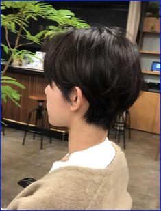 Short Hair Tomboy, Girl Short Hair, Short Hair Cuts, Tomboy Hairstyles, Pretty Hairstyles, Korean Short Hair, Japanese Short Hair, Androgynous Haircut, Triangle Hair