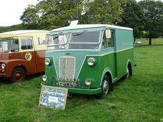 Very unusual Morris Van. Antique Trucks, Vintage Trucks, Old Trucks, Morris Minor, Classic Trucks, Classic Cars, Volkswagen, Little Truck, Old Commercials