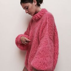 Strick Pullover THE BUBBLEGUM made in magical mohair ☁️ for a day like today, that wasn't as good as it was supposed to be ⭐️ Mohair Sweater, Pink Sweater, Sweater Outfits, Knitwear Fashion, Knit Fashion, Mode Outfits, Fashion Outfits, Fashion Hacks, Fashion Tips
