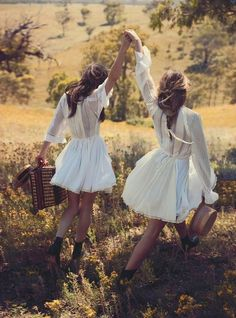 Vogue Australia March 2015 Model: Teresa Palmer, Phoebe Tonkin Photographer: Will Davidson Fashion Editor: Petta Chua Hair: Sophie Roberts Make-up: Kellie Stratton Teresa Palmer, Lifestyle Fotografie, Fashion Fotografie, Vogue Australia, Ideas Para Photoshoot, Picnic At Hanging Rock, Christine Centenera, Look Boho, Mode Editorials
