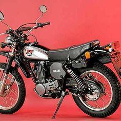 Die Einzylinder-Enduro Yamaha XT 500 war in den späten 1970er- und 1980er-Jahren der Urtyp des zuverlässigen, robusten Männermotorrads. Bmx, Bike Mtb, Enduro Motorcycle, Motorcycle Types, Motorcycle Travel, Vintage Honda Motorcycles, Cool Motorcycles, Yamaha Xt 500, Mountain Biking