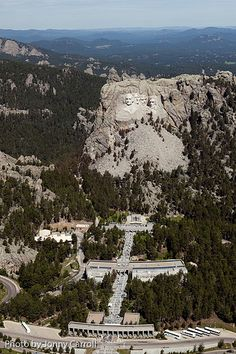 Cool Mt. Rushmore aerial shot, been there several times: if you go, go for the nightly lighting, it's well done.