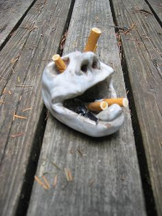 This ashtray is perfect. Looks easy to make, doesn't look like it'd take a lot of clay, and it serves every purpose an ashtray should serve =)