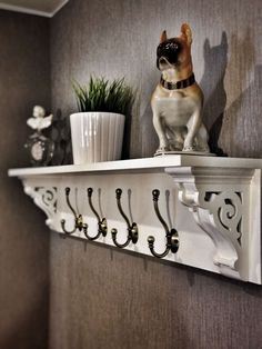 Farmhouse Coat rack with hooks and corbels white diy entryway - Zimmereinrichtung Craft Room Closet, Entryway Shelf, Diy Shelves, Diy Hooks, Diy Storage Hooks, Diy Coat Rack, Wall Shelf With Hooks, Foyer Ideas Entryway, Diy Entryway