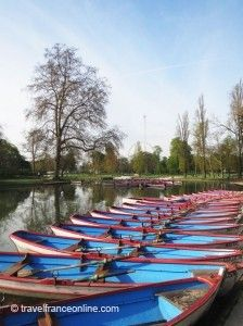 A peaceful day in the Bois de Vincennes - #Paris www.travelfranceonline.com #lake #water