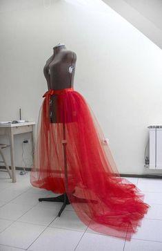 64 Ideas diy wedding dress lace tutorials tutus for 2019 Red Tulle Skirt, Tulle Skirts, Tulle Dress, Dress Skirt, Dress Lace, Tulle Tutu, Batik Dress, Long Skirts, Diy Wedding Dress